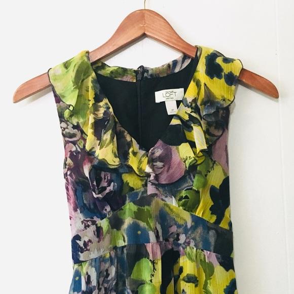 LOFT Dresses & Skirts - • ruffled v-neck floral lined midi LOFT dress •